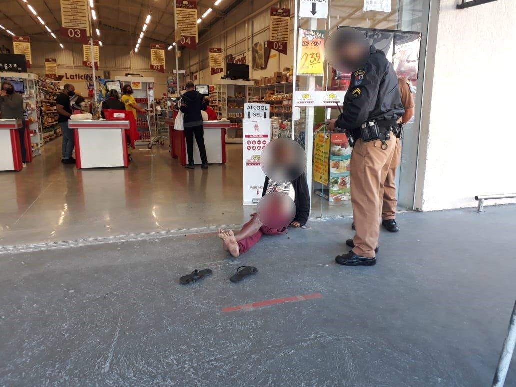 homem tira foto e depois dá facada em guardador de carros no centro de curitiba