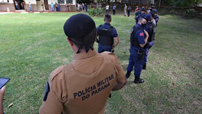 Agentes de segurança fazem fila no 5º Batalhão da PM para serem vacinados/ Foto:Sergio Ranalli/Grupo Folha
