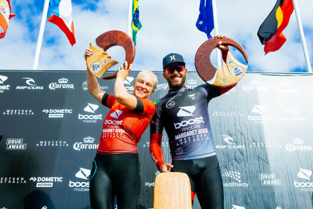 Tatiana Weston-Webb e Filipe Toledo comemoram título da etapa de Margaret River. Foto: Wsl/Miers