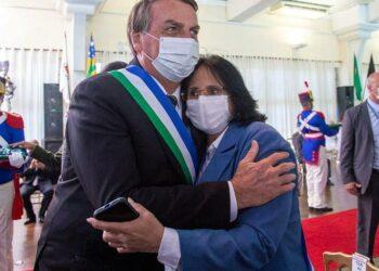 Damares Alves e o presidente Jair Bolsonaro na cerimônia - Foto: Divulgação