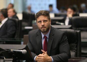 Deputado Requião Filho denunciou licitação por não prestigiar micro e pequenos empresários - Foto: Divulgação