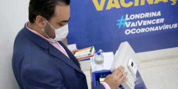 Secretário Felippe Machado e as vacinas da Covid-19 - Foto: Emerson Dias / N.Com